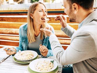 Pour rester un couple heureux, mangez à deux !