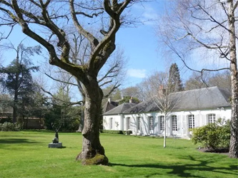 La maison de l'acteur Jean Marais est à vendre