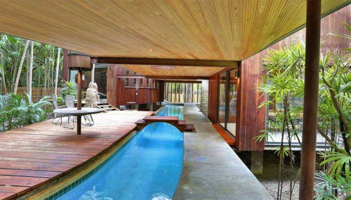 Maison avec piscine intégrée