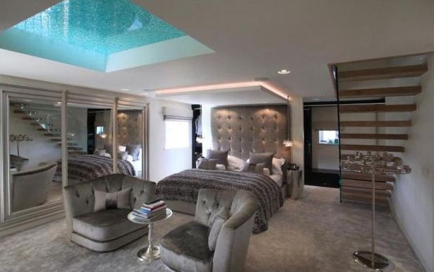 d couvrez la maison du footballer samir nasri. Black Bedroom Furniture Sets. Home Design Ideas