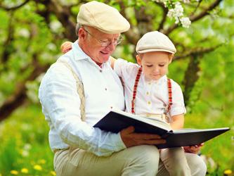 Garder ses petits-enfants allongerait l'espérance de vie