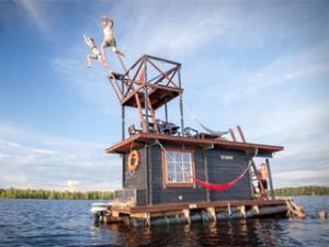 Insolite et zen : le sauna flottant