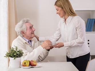 Une aide à domicile pour une vie plus sereine