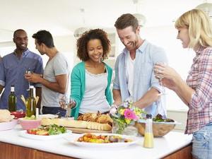 Apéritif dînatoire réussi, amis comblés