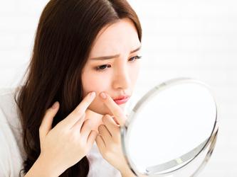Comprendre l'acné pour mieux l'éviter