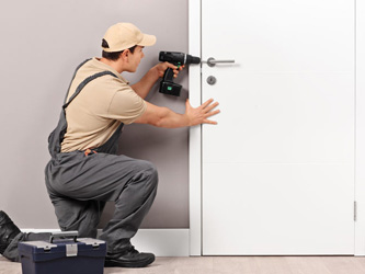 Porte claquée sans la clé : arnaques à domicile