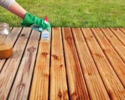 La terrasse en bois a le vent en poupe